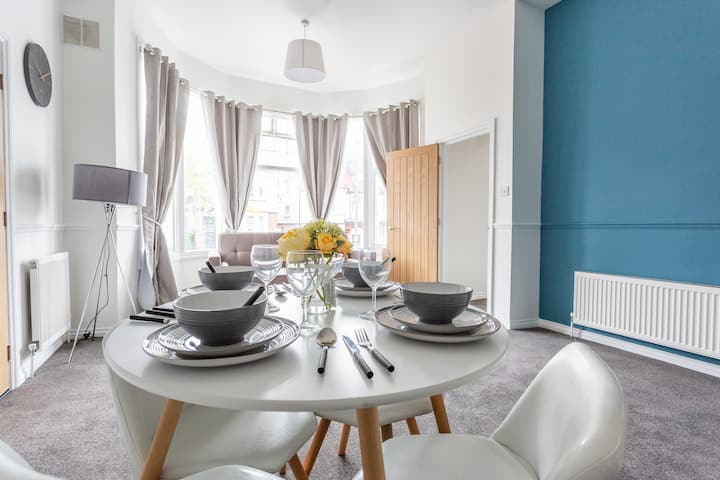 ♥ Incredibly Spacious Studio/1Bed, Sleeps 6 ♥