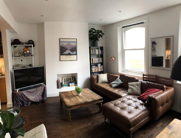 Spacious bedroom in the heart of Brixton