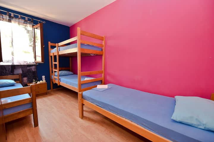 Simple,Central&Cheap Hostel - room 3 for 4 pax
