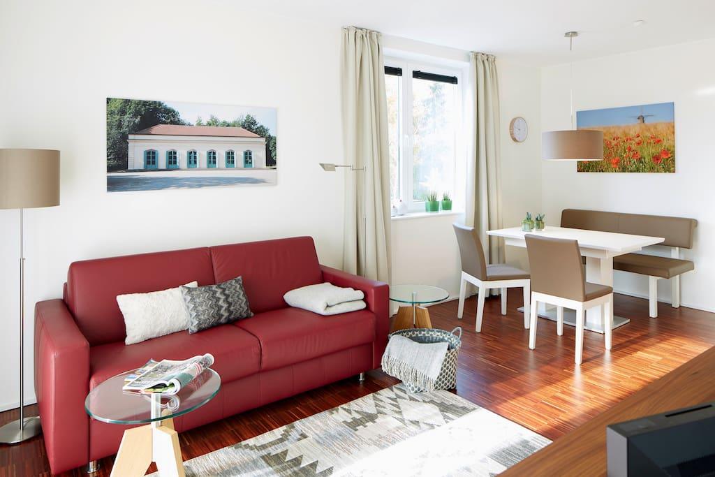 Wohnraum mit Küche und Schlafsofa für 2 Personen