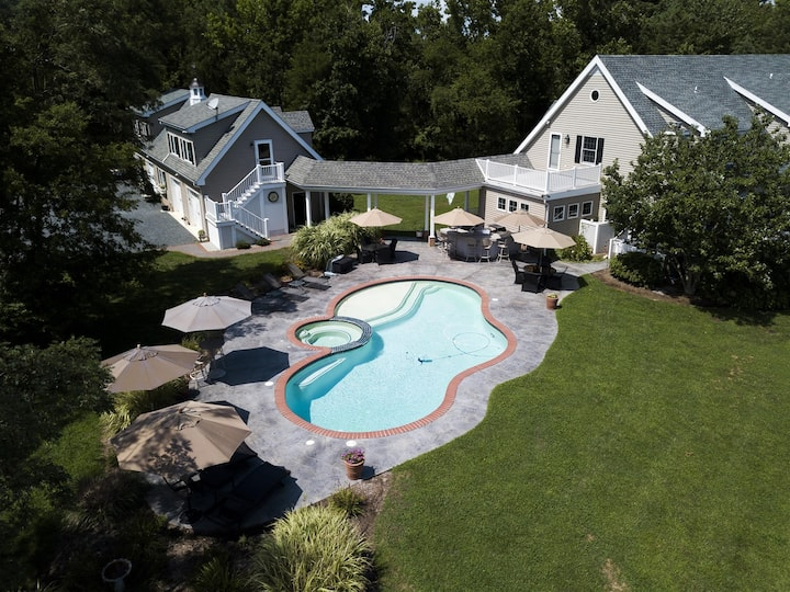Bayberry Cove - 6,000-SqFt, Pool, Outdoor Kitchen, Pets Welcome!
