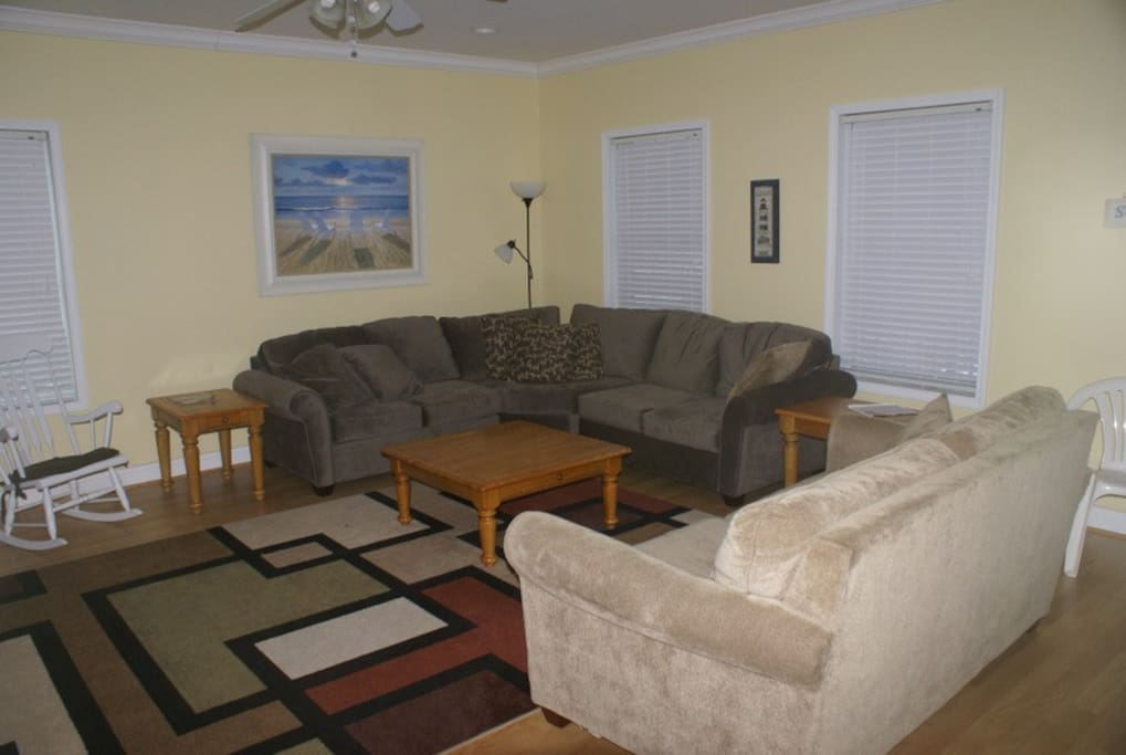 Large living area with lots of seating