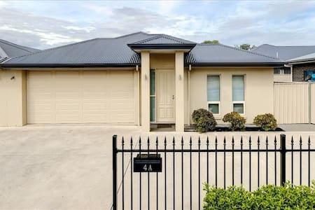 comfy,clean,free parking 4bedrs,10mins to Adelaide