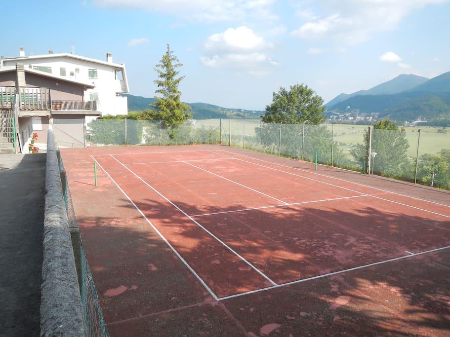 campo tennis condominiale