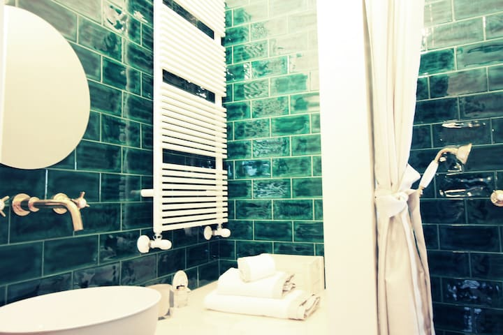 BATHROOM with SET of TOWELS (3 a Person)
