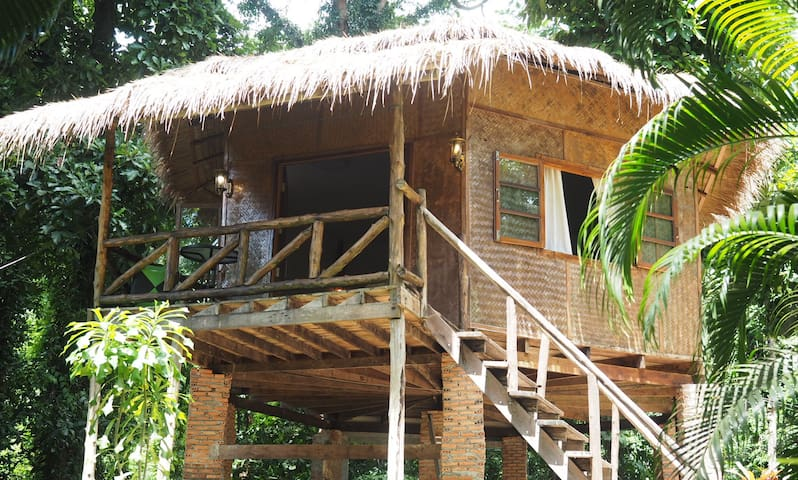 Tropical Penthouse Jungle Breeze