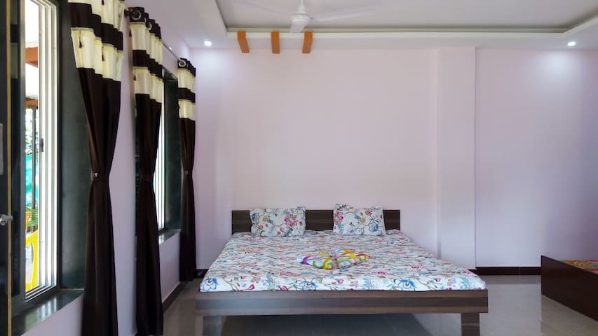 Beautiful home stay close to nature..