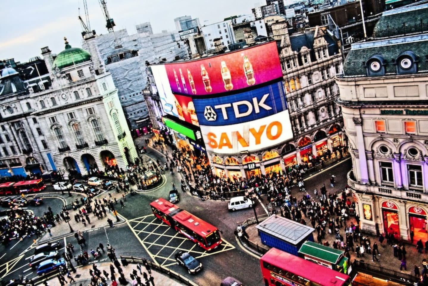 Piccadilly Circus is 25 minutes away from the house.