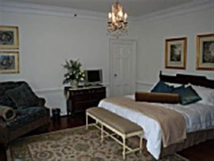 Chateau Room at Skylands Manor