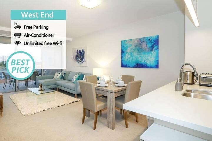 KOZYGURU | West End | Pool View 2 BED APT | FREE Parking | QWE040