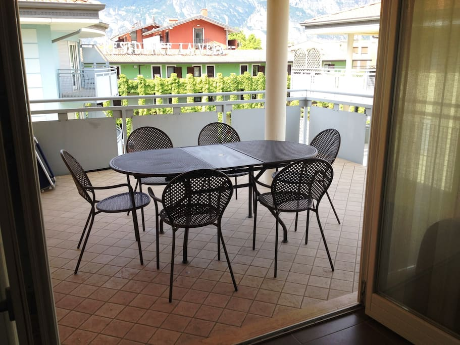 Balcony: south positioned and furnished for the dining.
