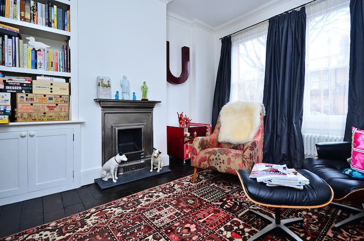 Room w/ WIFI in Arty Victorian  - London