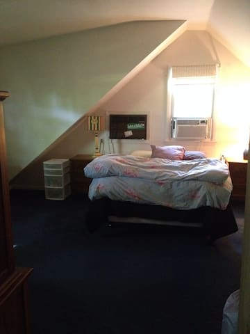 Large comfortable room - White Plains - Hus