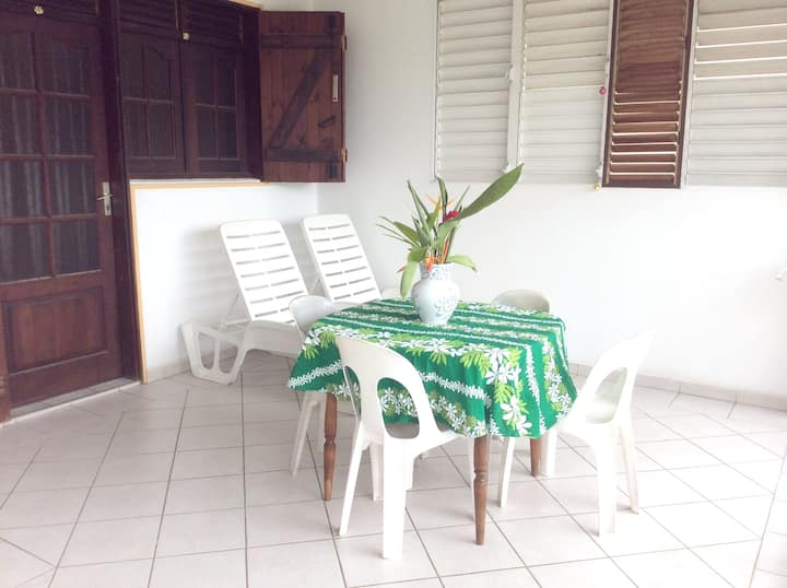 Apartment with one bedroom in Petit Canal, with enclosed garden and WiFi - 8 km from the beach