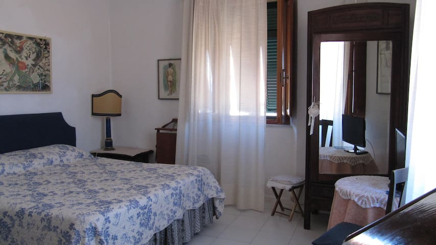 BEAUTIFUL ROOM IN GIGLIO PORTO - Giglio Porto - Penzion (B&B)