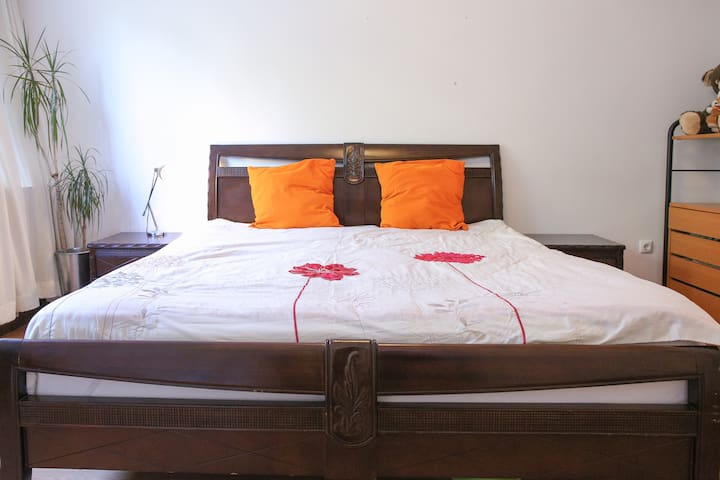 Bed with 2 single matresses for the best undisturbed sleep