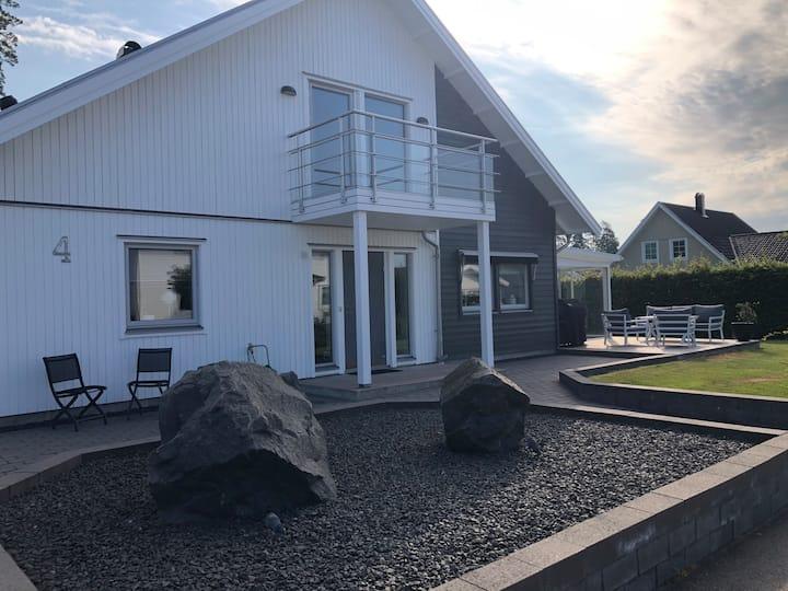 Modern villa, lugnt läge, närhet till allt!