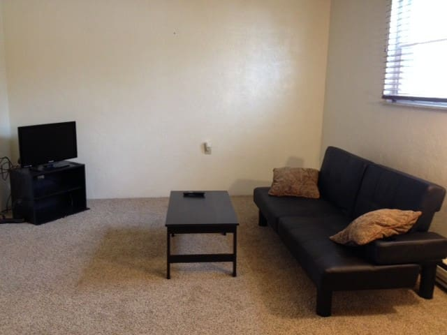 TURN KEY 1 Bed/1 Bath Apartment ---