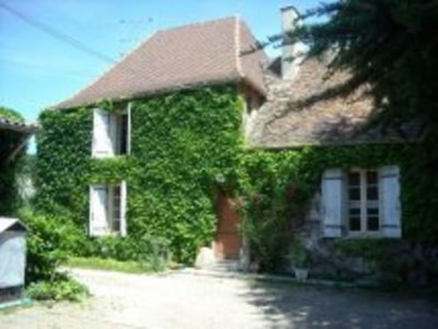 Old Farm House near Dordogne River - Gardonne - Rumah