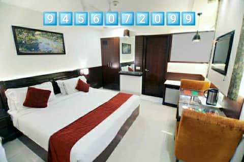 Decent Room in a hotel, 500 Meter from Taj Mahal.