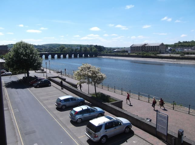 Amazing Riverside serviced apartment in Barnstaple