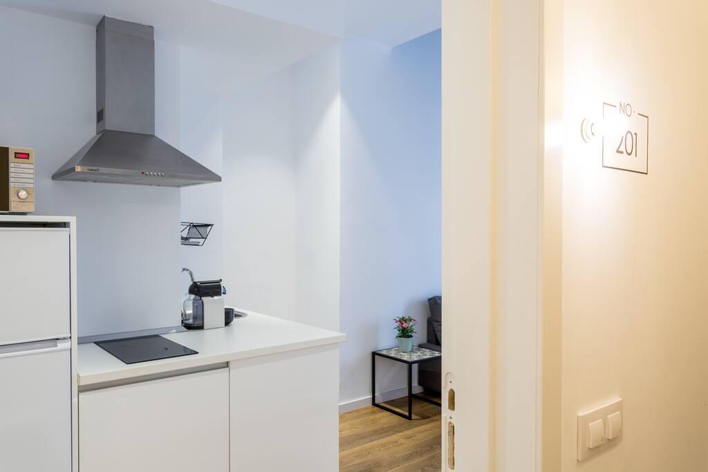 Cocina del apartamento vista desde la entrada