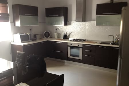 Modern Central Apartment - Msida - Wohnung