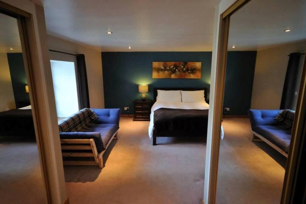 Ensuite double/family bedroom