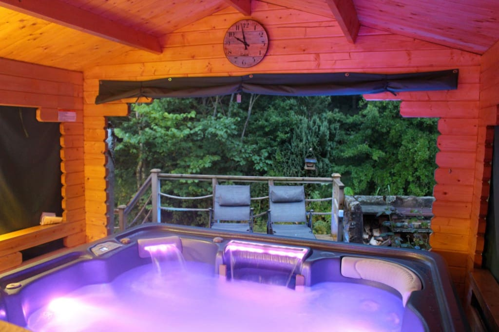 Hydro therapy hot tub