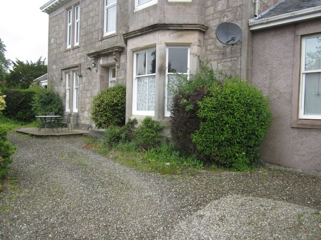 4 bed spacious ground floor House - Helensburgh - House