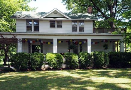 The Farmhouse West Memphis Room - Memphis - House