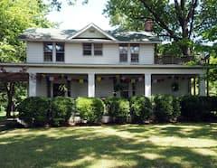The+Farmhouse+Graceland+Cottage