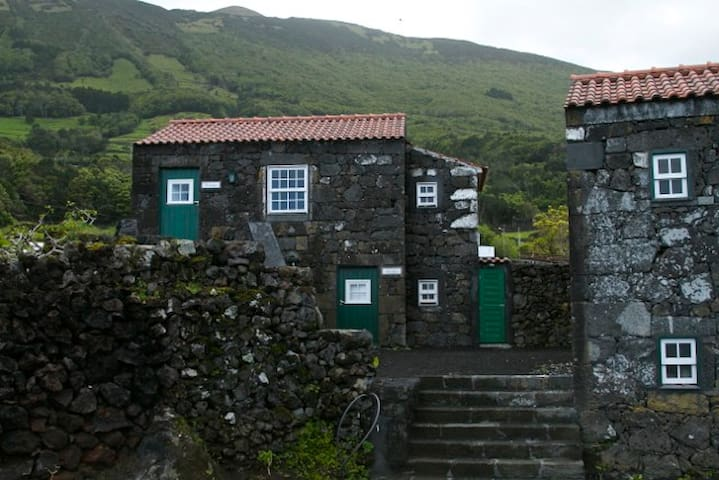 Garajau, Private room, Stone House - Pico Island - Apartemen