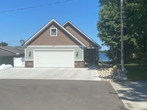 Bungalow on Horsehead Lake-lower apartment