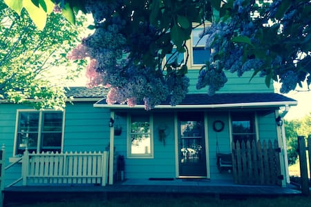 Charming Village Home: Lake Placid