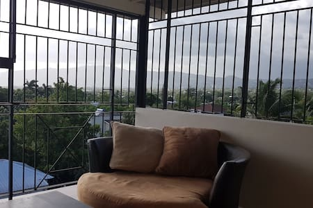 Modern 1BR, 1BTH , 24/7 Sec, Pool, & Housekeeper - Apartment