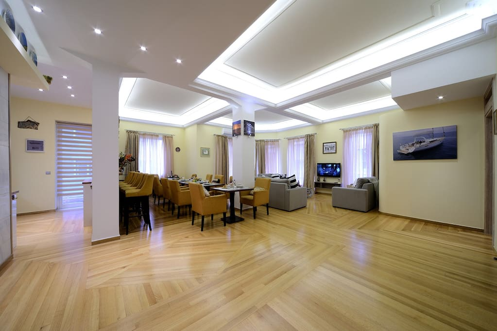 190 sq m  high ceilings huge space led lighting