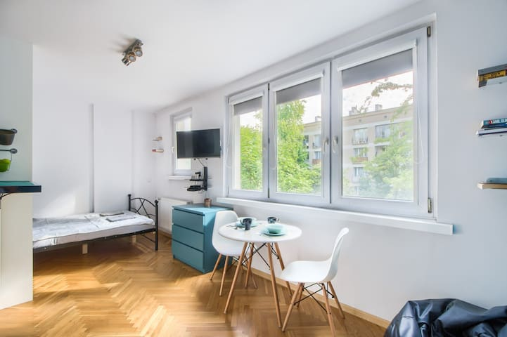 Modern studio near Old Town and Polin TV+FastWiFi
