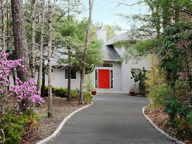 The Hamptons Getaway - East Quogue - House