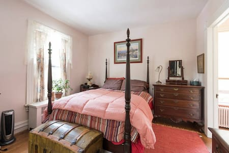 Pleasant, Quiet Victorian Room w/ own Bath - Langhorne - Aamiaismajoitus