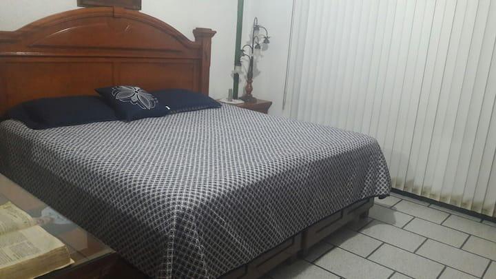 CASA DE HUESPEDES EN BUENA ZONA