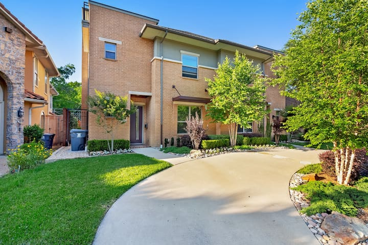 Serene condo in the heart of Dallas w/ a full kitchen - walk to dining