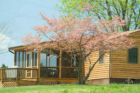 'Pond House' on Huge Horse/Cattle Farm: ESCAPE!