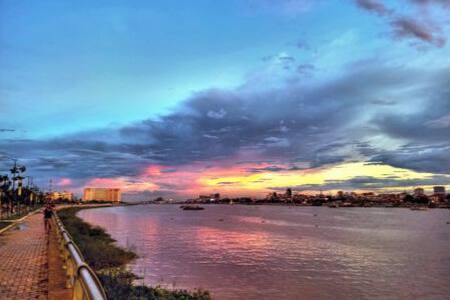 """Fantastic PP skyline"", FREE Laundry & Pickup! - Phnom Penh - Apartment"