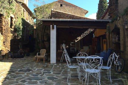 Sfeervol huis met eenvoudig zwembad - Malarce-sur-la-Thines - Huis