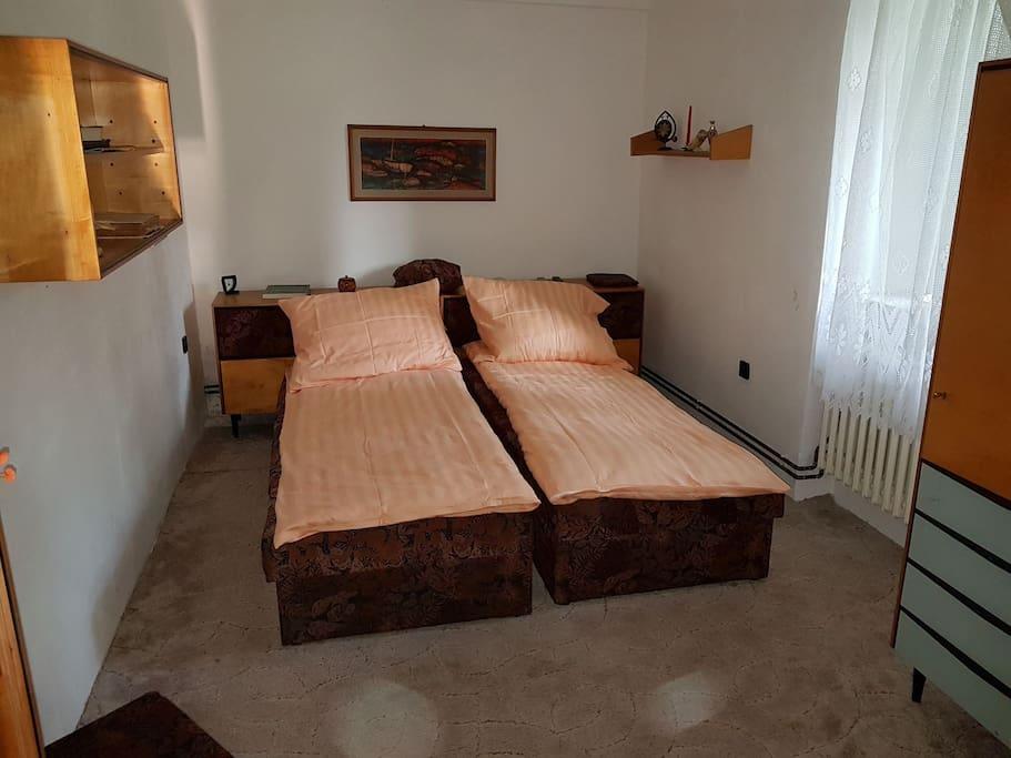 Uzamykatelná ložnice pro dva