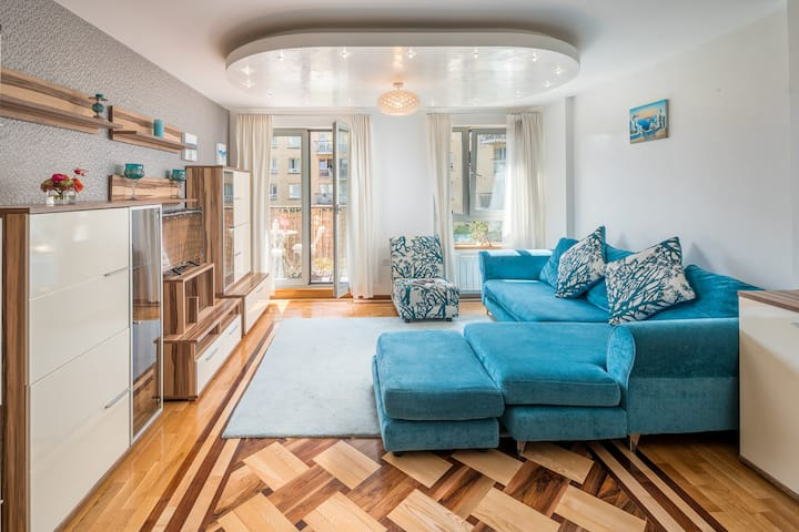 Elegant 2 bed flat - London- On Piccadilly Line