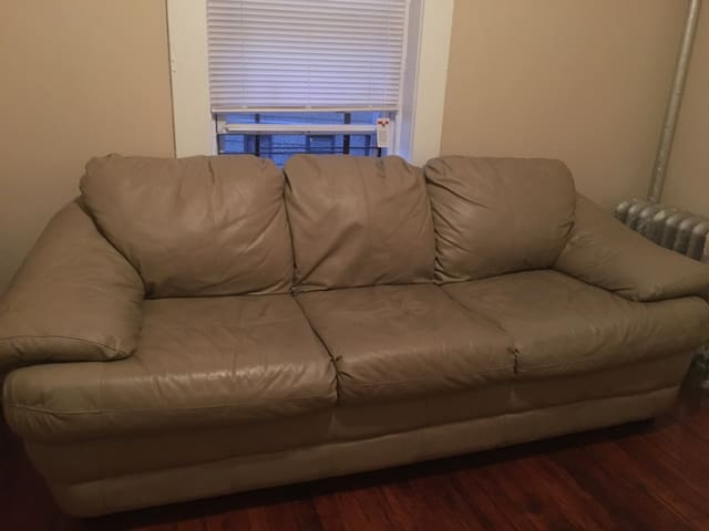 Comfortable leather sofa - Yonkers - Apartamento