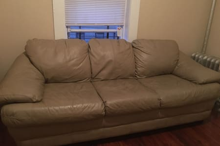 Comfortable leather sofa - Appartement