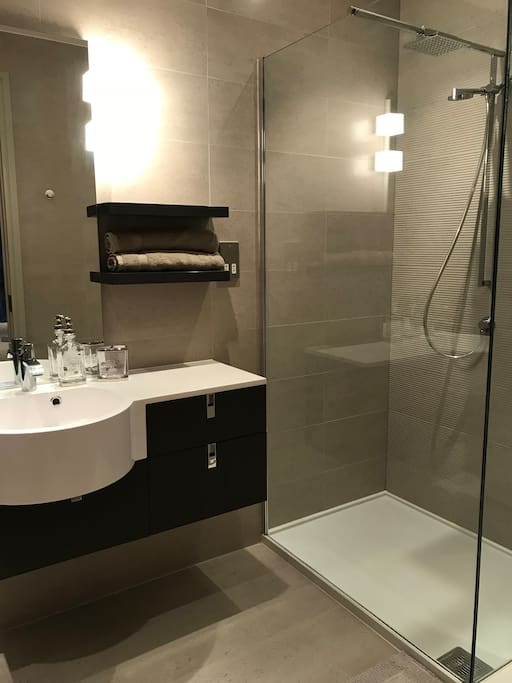 Room 1: En-Suite Bathroom